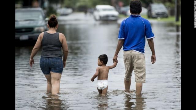 170826155218-47-hurricane-harvey-0826-super-169
